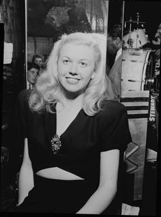 3/29/14  8:34a    Doris Day, Aquarium, New York, N.Y.  Photo by William Gottlieb. ca. July 1946  She was 22 years old.  Doris Day:  Low Cut Top with Brooch Pinned and Bare Midriff. Very Long Blonde Hair.