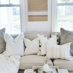 Small Living Room Ideas & Design on a Budget with Decoration Tips 2019 6 Sweet Small Living Room (Home Design And Interior) The post Small Living Room Ideas & Design on a Budget with Decoration Tips 2019 appeared first on Pillow Diy. Farm House Living Room, Apartment Furniture, Living Room Sofa, Apartment Decorating Livingroom, Living Room Decor Neutral, Couches Living Room, Throw Pillows Living Room, Living Room Pillows, Apartment Decorating Living