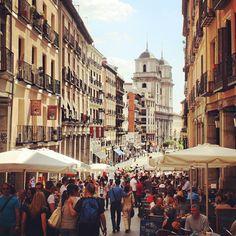 De Plaza Mayor hacia La Latina - Madrid, Spain.