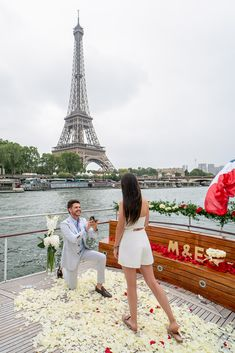 wedding proposal paris If youre looking to pull of - weddingproposal Proposal Photography, Proposal Photos, Romantic Photography, Paris Photography, Engagement Photography, Photography Poses, Wedding Photography, Paris Engagement Photos, Best Places To Propose
