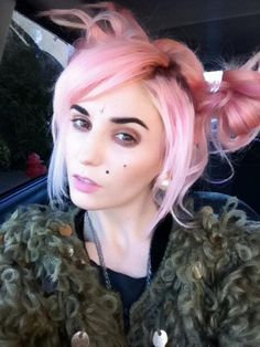 Audrey Kitching alien hair those eyebrows Funky Hairstyles, Pretty Hairstyles, Audrey Kitching, Coloured Hair, Pony Hair, Hair Goals, Eyebrows, Cool Girl, Beauty Makeup