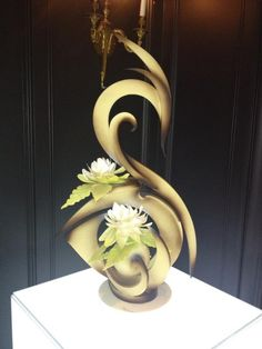 Rue Patisserie is born! This pure chocolate sculpture can now be seen through the holidays in #THEBlvd #BWHoliday