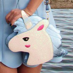 Bolsa divertida com formato de Unicornio rosinha em rosa brilhante e glitter, alça ajustavel. medidas 27cm altura 25cm largura 6cm profundidade