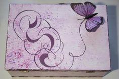 Caja decorada a mano