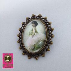 Stijlvolle vintage broche met elegante balerina.