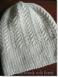Såhär vändagen till ära (alla hjärtans dag brukar här i Finland oftast kallas vändagen) tänkte jag dela med mig av mitt första egenhändigt p... Knit Crochet, Crochet Hats, Sweater Knitting Patterns, Rose Buds, Handicraft, Stitch Patterns, Knitted Hats, Needlework, Diy And Crafts