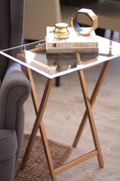 DIY a lucite tray table with this tutorial. Or maybe just paint the top of coffee table black with gold base? Tv Dinner Table, Picnic Table, Tv Tray Makeover, Diy Home Accessories, Copper Accessories, Acrylic Sheets, Diy Home Decor Projects, Simple Projects, Deco Table
