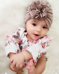 39 new Ideas for baby cute girl head wraps Baby Girl Bows, Baby Girl Headbands, Girls Bows, Baby Turban Headband, Baby Girl Accessories, Trendy Baby, Baby Pictures, Head Wraps, Cute Babies
