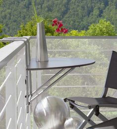 furnishing concept for small balconies - small table on balcony railing