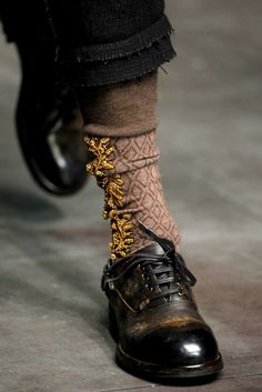 Socks Dolce e Gabbana Looks Style, Looks Cool, Fashion Shoes, Fashion Accessories, Mens Fashion, Girl Fashion, Vogue, Mode Shoes, Komplette Outfits