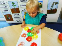 We have been exploring how the foods we eat at snack time have other purposes #fruitprinting