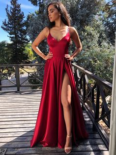 Abendkleid Ballkleider Lang Rot Evening dress ball gown long red silk with slit spaghetti straps V neckline Simple Prom Dress, Cute Prom Dresses, Prom Outfits, Pretty Dresses, Homecoming Dresses, Dress Prom, Red Satin Prom Dress, Red Fancy Dress, Satin Formal Dress
