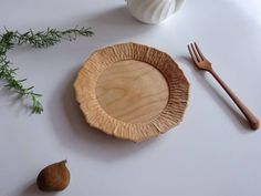 Zobacz na Instagramie zdjęcie użytkownika @kohhamabata • Polubienia: 52 Wooden Plates, Wooden Bowls, Wood Crafts, Diy And Crafts, Wood Tray, Wood Creations, Wooden Kitchen, Wood Sculpture, Wood Turning