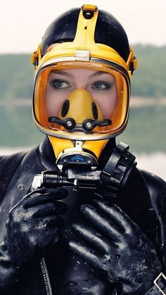 Lady Diver in yello Scuba Respirator Mask by Women's Diving, Diving Helmet, Deep Diving, Diving Suit, Scuba Diving Gear, Scuba Bcd, Gas Mask Girl, Scuba Diving Equipment, Snorkel Mask
