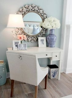 Gorgeous vanity/ desk setup. And the mirror is Amazing!