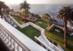 Exquisite waterfront location at Ellerman boutique hotel in Cape Town, Camps Bay. Perfect place for sundowners, romantic dinners and relaxation