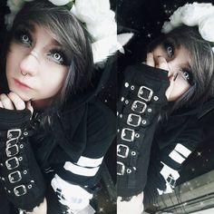 pinterest | ► sadlittlebean Cute Emo Girls, Emo Guys, Guys And Girls, Goth Girls, Scene Girls, Emo Scene, Scene Hair, Nu Goth, Goth Make Up