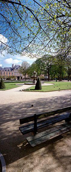 Place des Vosges au printemps, Paris