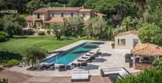 Villa for sale Saint-Tropez. Villa for sale Parcs in Saint-Tropez near Cannoubiers Bay and Beach. Front Yard Fence, Fenced In Yard, Luxury Rooms, Luxury Villa, Vacation Villas, Vacations, Nikki Beach, Backyard, Patio