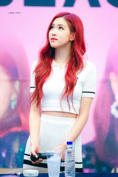 Image shared by ʀᴏᴄᴋs✞ᴀʀ. Find images and videos about kpop, rose and blackpink on We Heart It - the app to get lost in what you love. Kpop Girl Groups, Korean Girl Groups, Kpop Girls, Kim Jennie, Forever Young, Color Rubio, Peinados Pin Up, Rose Park, Kim Jisoo