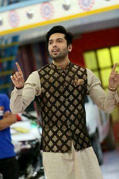 Latest Men Mehndi Kurta Designs 2020 In Pakistan Wedding Kurta For Men, Wedding Dresses Men Indian, Groom Wedding Dress, Wedding Men, Mens Indian Wear, Mens Ethnic Wear, Indian Men Fashion, Kurta Pajama Men, Kurta Men