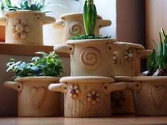 Cement Planters, Ceramic Planters, Ceramic Vase, Ceramic Pottery, Planter Pots, Ceramica Artistica Ideas, Pottery Pots, Papercrete, Handmade Pottery