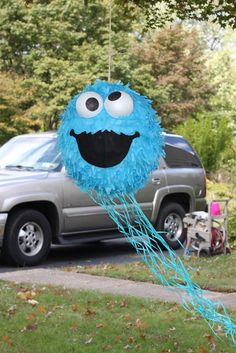 Cookie Monster Pinata - Wound love to fill this with little cookie packs! Monster Birthday Parties, Elmo Party, Elmo Birthday, Baby 1st Birthday, Monster Pinata, Cookie Monster Party, Sesame Street Party, Sesame Street Birthday, Wedding Bouquets