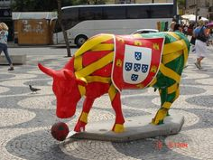 We luv soccer & bullfighting. Portuguese Flag, Portuguese Culture, Portuguese Recipes, Algarve, Visit Portugal, Portugal Travel, Mein Land, Iberian Peninsula, Cow Art