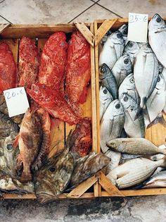 Mercado de pescado en Santorini, Grecia.