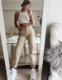trendy outfits for summer & trendy outfits . trendy outfits for school . trendy outfits for summer . trendy outfits for women . Big Fashion, Look Fashion, Fashion Trends, Fashion Bloggers, Woman Fashion, Trendy Fashion, Fashion Ideas, White Sneakers Outfit, Women's Sneakers