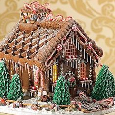 Want to know how to make gingerbread houses? If you're looking for some creative gingerbread house ideas then you're in for a treat. Feast your eyes on these charmingly cute gingerbread house ideas… Cool Gingerbread Houses, Gingerbread House Designs, Gingerbread House Parties, Gingerbread Village, Gingerbread Decorations, Christmas Gingerbread House, Noel Christmas, Christmas Crafts, Christmas Ideas