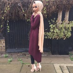 Love the burgundy Hajib Fashion, Modest Fashion, Fashion Outfits, Fall Outfits, Islamic Fashion, Muslim Fashion, Modest Wear, Modest Dresses, Casual Hijab Outfit