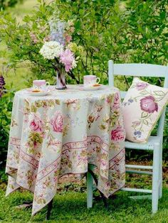 beautiful.quenalbertini: Garden table