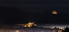 Moonrise From Corfu - #corfu #corfuisland  #kerkyraisland #kerkyra #ionio #ionianislands #greece #greeceislands #stylianos_photography  #travel #traveller #travelling #traveling #tourism #tourist #landscape #landscapes #photography #photographer #night #sky #nightsky #oldfortress #newfortress #nightphotography #moon #moonrise