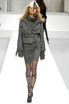 Nina Ricci Fall 2007 Ready-to-Wear Collection Photos - Vogue Fashion News, Fashion Show, Fashion Trends, Luxury Brand Names, Grey Fashion, Womens Fashion, Brand Name Clothing, International Style, Designer Collection