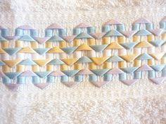 Os meus bordados - Toalla bordadas con cintas.