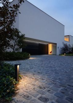 A contemporary private residence in Belgium, featuring our ‪#‎Oblix,‪#‎KixPin, ‪#‎GridInTrimless and the ‪#‎Microline & ‪#‎Femtoline profiles