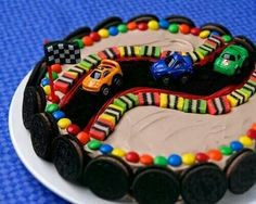 Race Car Themed Birthday Cake Cake Stand Race car cake (need to adapt this for a birthday cake, but I think it's doable. Car Cakes For Boys, Race Car Cakes, Racing Cake, Boy Cakes, Race Track Cake, Bolo Hot Wheels, Hot Wheels Party, Hot Wheels Cake, Race Car Birthday