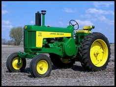 This is no standard tractor but a row crop Antique Tractors, Vintage Tractors, Vintage Farm, Old John Deere Tractors, Jd Tractors, John Deere Equipment, Old Farm Equipment, Heavy Equipment, Tractor Pulling