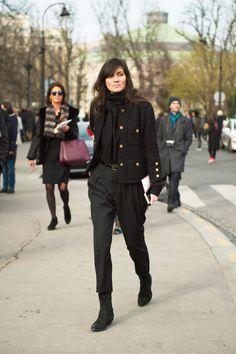 Emmanuelle Alt Vogue Paris, Fashion Week Paris, Looks Total Black, Emmanuelle Alt Style, Girl Fashion, Fashion Outfits, Style Fashion, Casino Outfit, Pret A Porter Feminin