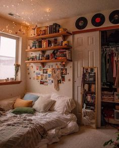 70 Amazing And Cute Aesthetic Bedroom Design Ideas 27 - bucurieacasa Room Ideas Bedroom, Bedroom Inspo, Bedroom Designs, Bedroom Inspiration Cozy, Dorm Room Designs, Teenage Room Designs, Bedroom Furniture, Library Bedroom, Teenage Room Decor