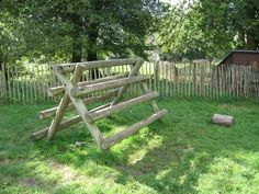 Log climbing structure: