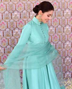 Fancy Dress Design, Stylish Dress Designs, Stylish Dresses, Simple Dresses, Blue Dresses, Casual Dresses, Beautiful Pakistani Dresses, Pakistani Dresses Casual, Pakistani Dress Design