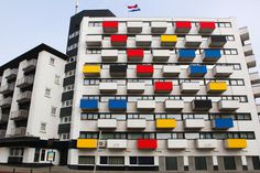 The Hague Turns Its Buildings Into a Mondrian Painting