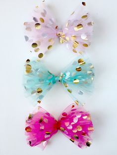 DIY Polka Dot Tulle Hair Bow This super easy and adorable DIY project is a great one to try with the kids. These DIY polka dot tulle hair bow is the perfect pai