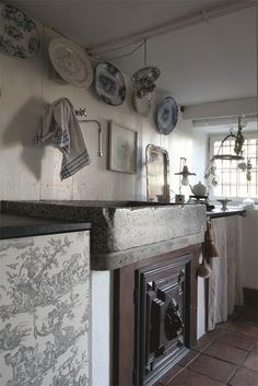 A shabby French kitchen that has all the elements I love.