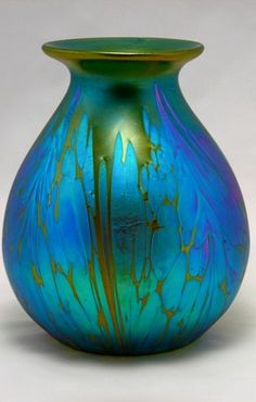 Loetz - Medici Vase, ca. - Several glass artists worked on the designs for the Loetz factory of which Marie Kirschner (principal artist of the firm) is the most famous. Art Nouveau, Art Deco, Glass Vessel, Glass Ceramic, Glass Art, Sculptures Céramiques, Carnival Glass, Glass Design, Hand Blown Glass