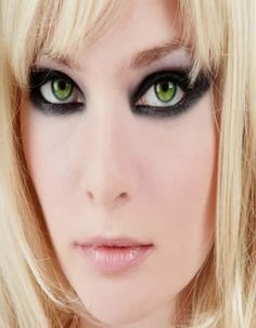 12 Most Gorgeous Makeup for Green Eyes Black Eye Makeup, Dramatic Eye Makeup, Cat Eye Makeup, Unique Makeup, Makeup For Green Eyes, Gorgeous Makeup, Colorful Makeup, Lip Makeup, Blonde Hair With Red Tips