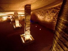 An overview of the mysterious Longyou caves or grottoes in China, which might have been built with ancient technology. Ancient Art, Caves, Archetypes, Mysterious, Veil, Dreams, Cinema, Old Art, Veils