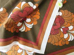 Vintage Table Cloth with Brown, White, Orange and Red Floral Design 70s door Vantoen op Etsy